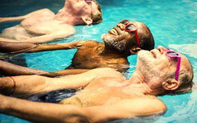 Seniorzy w basenie – korzyści zdrowotne