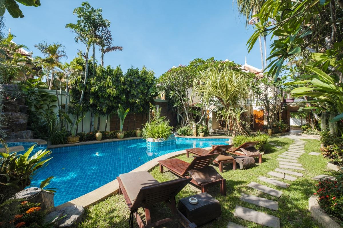 piękny ogród rajski basen