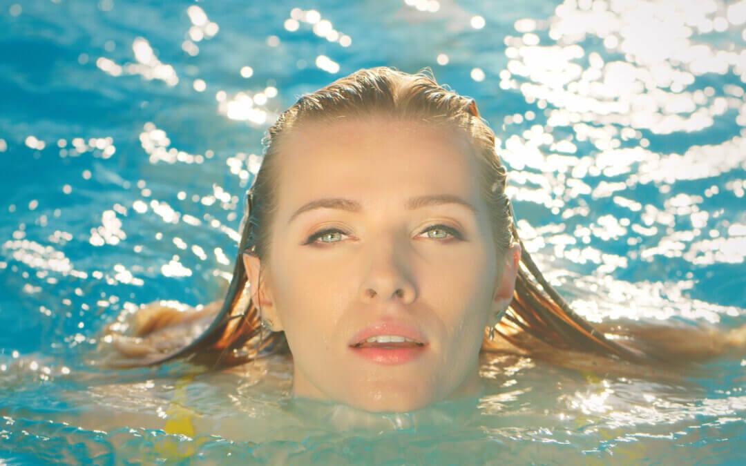 W makijażu na basenie?