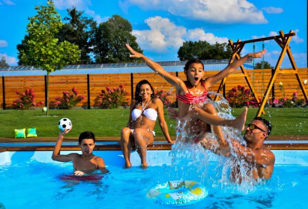 basen w ogrodzie cieszy całą rodzinę