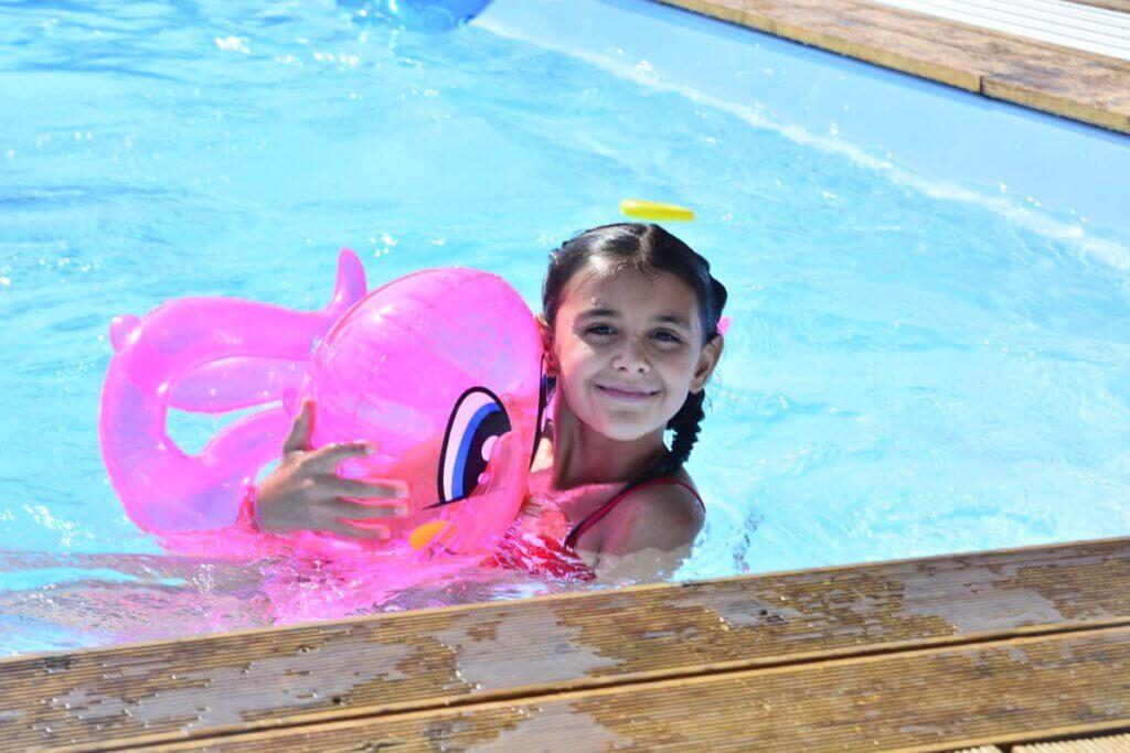 Baseny stelażowe to mniejsza pojemność wody, więc poważnego pływania nie uświadczysz