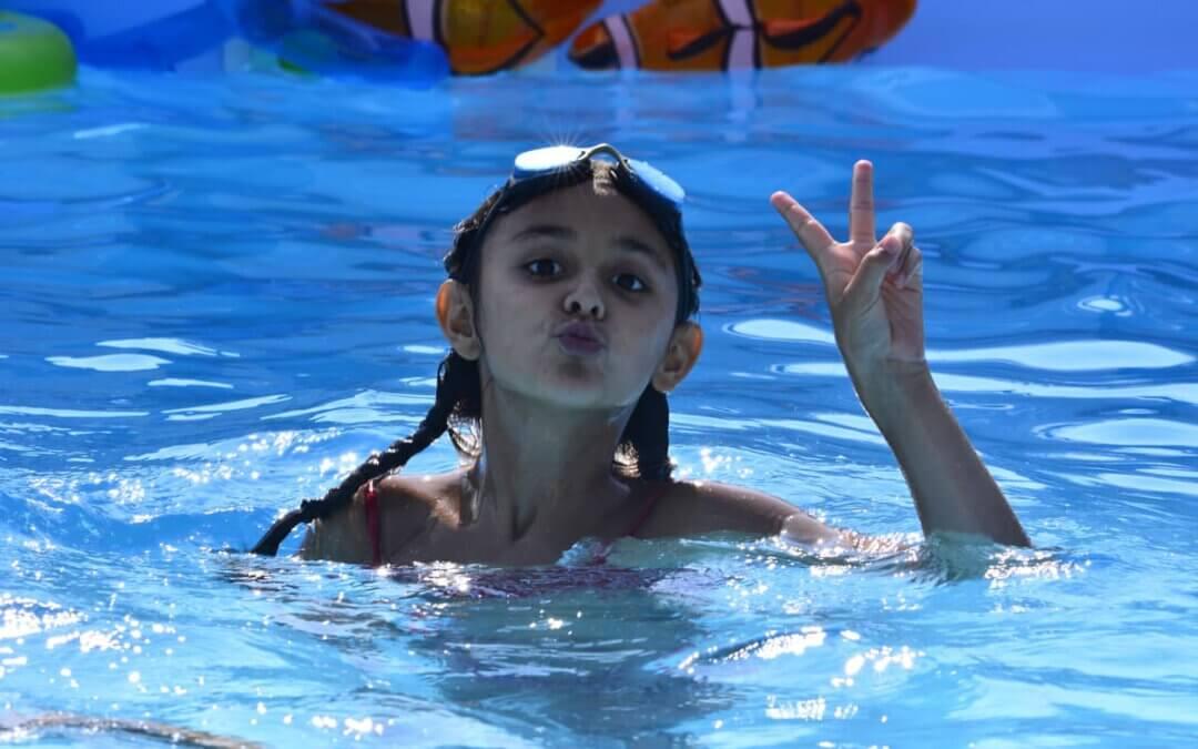 Najmłodsi w basenie – jak dbać o bezpieczeństwo dziecka?